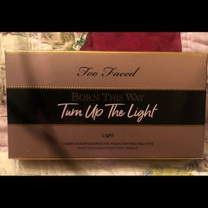 Too faced turn up the light palette